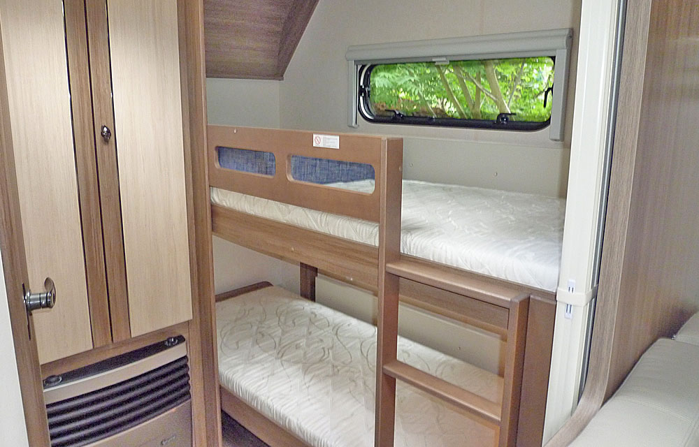 Wohnwagen Etagenbett Größe : Luxus wohnwagen klima vorzelt tv mover fahrradträger etagenbett