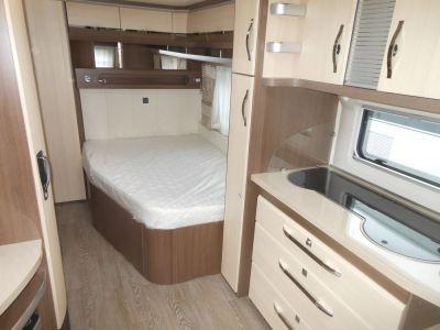 Küche und Doppelbett